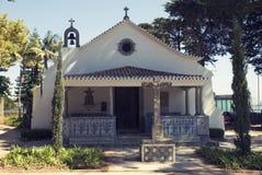 Όμορφη μικρή πορτογαλική εκκλησία στα cascais Στοκ Φωτογραφίες