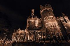 Όμορφη μονοχρωματική άποψη Gogeous του παλαιού, εκλεκτής ποιότητας κάστρου Casa loma που προσκαλεί τη νύχτα το χρόνο, αναμμένο απ Στοκ φωτογραφίες με δικαίωμα ελεύθερης χρήσης