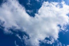 Όμορφη μορφή καρδιών σύννεφων Στοκ εικόνα με δικαίωμα ελεύθερης χρήσης