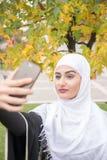 Όμορφη μουσουλμανική γυναίκα με το hijab Στοκ φωτογραφίες με δικαίωμα ελεύθερης χρήσης