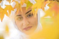 Όμορφη μουσουλμανική γυναίκα με το hijab Στοκ φωτογραφία με δικαίωμα ελεύθερης χρήσης