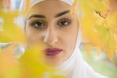 Όμορφη μουσουλμανική γυναίκα με το hijab Στοκ Εικόνα