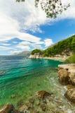 Όμορφη μπλε μεσογειακή ακτή, διακοπές τοπίων Στοκ φωτογραφίες με δικαίωμα ελεύθερης χρήσης