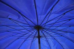 Όμορφη μπλε ομπρέλα, τέχνη Στοκ Φωτογραφίες