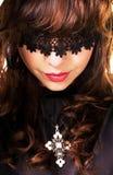 όμορφη μυστήρια γυναίκα π&omicron Στοκ εικόνα με δικαίωμα ελεύθερης χρήσης