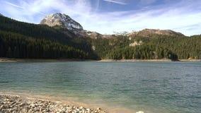Όμορφη μυστική λίμνη Μαύρη λίμνη, εθνικό πάρκο Durmitor απόθεμα βίντεο