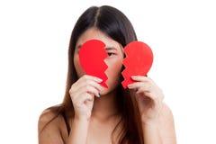 Όμορφη νέα ασιατική γυναίκα με τη σπασμένη καρδιά Στοκ Φωτογραφίες