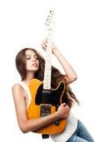 Όμορφη νέα γυναίκα με την ηλεκτρική κιθάρα Στοκ εικόνες με δικαίωμα ελεύθερης χρήσης