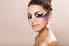 Όμορφη νέα γυναίκα με τη φαντασία makeup Στοκ εικόνα με δικαίωμα ελεύθερης χρήσης