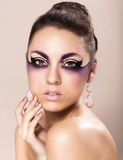 Όμορφη νέα γυναίκα με τη φαντασία makeup Στοκ εικόνες με δικαίωμα ελεύθερης χρήσης