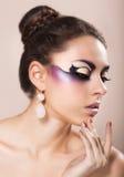 Όμορφη νέα γυναίκα με τη φαντασία makeup Στοκ Εικόνα