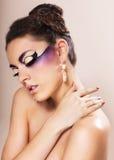 Όμορφη νέα γυναίκα με τη φαντασία makeup Στοκ φωτογραφία με δικαίωμα ελεύθερης χρήσης