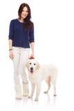 Όμορφη νέα γυναίκα με ένα σκυλί στοκ εικόνα