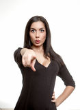 Όμορφη νέα γυναίκα που δείχνει το δάχτυλο σε σας Στοκ εικόνες με δικαίωμα ελεύθερης χρήσης