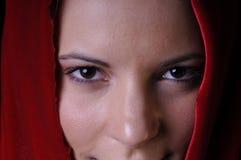 Όμορφη νέα γυναίκα στην κινηματογράφηση σε πρώτο πλάνο Στοκ Φωτογραφία