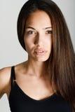 Όμορφη νέα γυναίκα χωρίς σύνθεση στο άσπρο υπόβαθρο Στοκ Φωτογραφίες