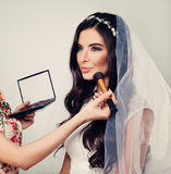Όμορφη νέα γυναίκα Fiancee με νυφικό στοκ εικόνες