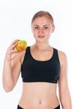 Όμορφη νέα ξανθή γυναίκα με ένα μήλο στο χέρι του Στοκ Εικόνες
