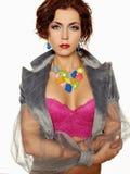 Όμορφη νέα προκλητική γυναίκα σωμάτων με τη σύνθεση χρώματος Στοκ Φωτογραφία