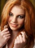 Όμορφη νέα χαμογελώντας γυναίκα Στοκ Εικόνα