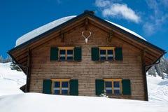 Όμορφη να κάνει σκι καλύβα Στοκ Φωτογραφίες