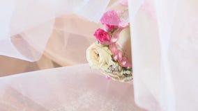 Όμορφη νύφη που προετοιμάζεται στο γάμο απόθεμα βίντεο