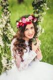 Όμορφη νύφη σε μια ταλάντευση Στοκ Εικόνες