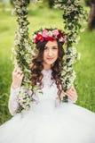 Όμορφη νύφη σε μια ταλάντευση Στοκ εικόνες με δικαίωμα ελεύθερης χρήσης