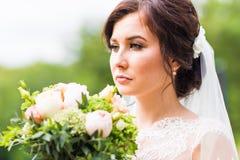 Όμορφη νύφη υπαίθρια - μαλακή εστίαση Στοκ φωτογραφία με δικαίωμα ελεύθερης χρήσης