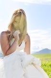 Όμορφη νύφη υπαίθρια Στοκ φωτογραφία με δικαίωμα ελεύθερης χρήσης