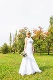 όμορφη νύφη υπαίθρια Στοκ εικόνες με δικαίωμα ελεύθερης χρήσης
