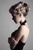 Όμορφη ξανθή γυναίκα. Αναδρομική εικόνα μόδας. Στοκ Εικόνες
