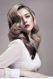 Όμορφη ξανθή γυναίκα. Αναδρομική εικόνα μόδας. Στοκ εικόνες με δικαίωμα ελεύθερης χρήσης