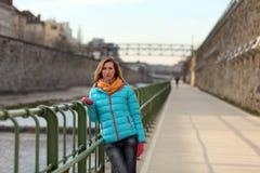 Όμορφη ξανθή γυναίκα στις οδούς της Βιέννης Στοκ Εικόνα