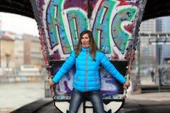 Όμορφη ξανθή γυναίκα στις οδούς της Βιέννης στοκ φωτογραφία με δικαίωμα ελεύθερης χρήσης