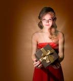 όμορφη ξανθή εκμετάλλευ&sigma Στοκ Εικόνες