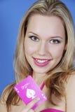 όμορφη ξανθή κάρτα άσσων Στοκ φωτογραφία με δικαίωμα ελεύθερης χρήσης