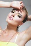 όμορφη ξανθή μακριά γυναίκα μαστιγίων Στοκ Εικόνες