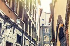 Όμορφη οδός με τα παλαιά κτήρια στη Φλωρεντία, Ιταλία Στοκ φωτογραφίες με δικαίωμα ελεύθερης χρήσης