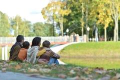 όμορφη οικογένεια ευτυ&c Στοκ Εικόνα