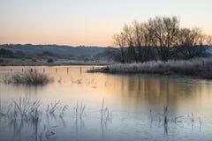 Όμορφη δονούμενη αγγλική εικόνα λιμνών επαρχίας με τον παγετό και Στοκ εικόνα με δικαίωμα ελεύθερης χρήσης