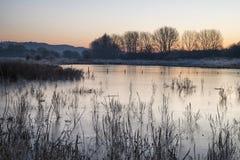 Όμορφη δονούμενη αγγλική εικόνα λιμνών επαρχίας με τον παγετό και Στοκ εικόνες με δικαίωμα ελεύθερης χρήσης