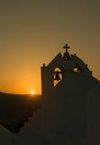 Όμορφη Ορθόδοξη Εκκλησία Άγιος Antony στο νησί Paros στην Ελλάδα ενάντια στο ηλιοβασίλεμα Στοκ φωτογραφία με δικαίωμα ελεύθερης χρήσης