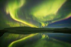 Όμορφη πανοραμική αυγή Borealis ή καλύτερα - γνωστός ως βόρεια φω'τα για το υπόβαθρο δείτε στην Ισλανδία, Jokulsarlon στοκ φωτογραφία με δικαίωμα ελεύθερης χρήσης