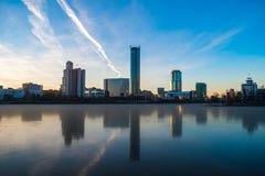 Όμορφη πανοραμική ζωηρόχρωμη εικονική παράσταση πόλης της CEN πόλεων Yekaterinburg στοκ φωτογραφία