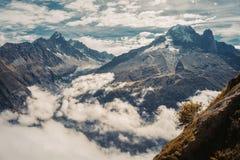 Όμορφη πανοραμική φύση στα βουνά στοκ εικόνες