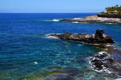 Όμορφη παράκτια άποψη της παραλίας Playa Paraiso με το τυρκουάζ ωκεάνιο νερό Tenerife, Κανάρια νησιά, Ισπανία Στοκ Εικόνες
