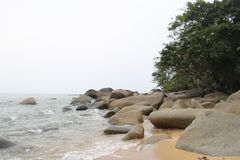 Όμορφη παραλία και πέτρινη Ινδονησία Temajuk Στοκ εικόνες με δικαίωμα ελεύθερης χρήσης