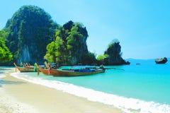 Όμορφη παραλία κόλπων της Hong στη θάλασσα βισμουθίου Andaman Kra της Ταϊλάνδης Στοκ εικόνες με δικαίωμα ελεύθερης χρήσης