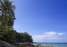 Όμορφη παραλία - η παραλία σε ένα τροπικό island Στοκ Φωτογραφίες